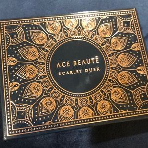Ace Beaute Scarlet Desk eyeshadow palette